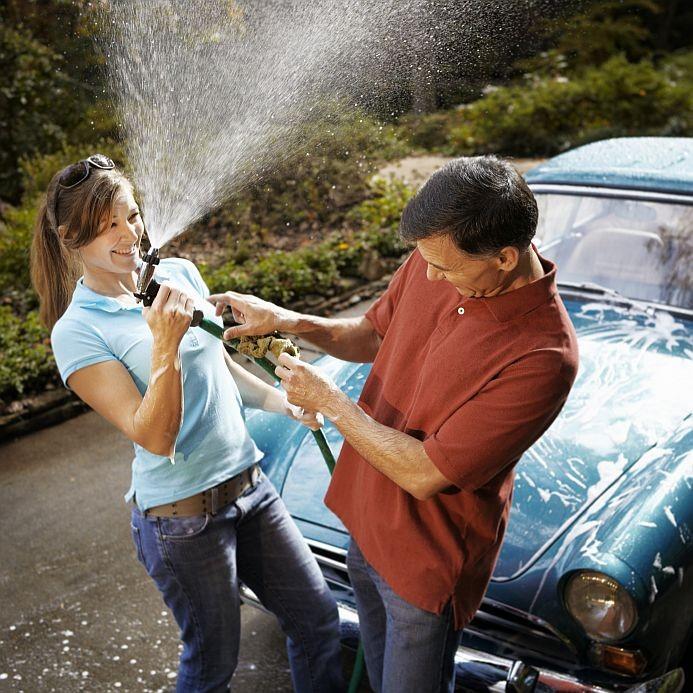 Umyj jego samochód