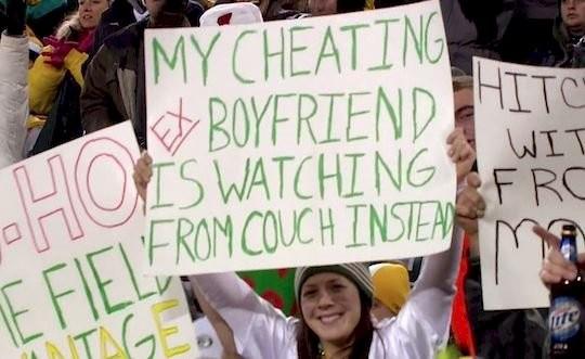 6. Mój zdradzający EX facet ogląda ten mecz na kanapie