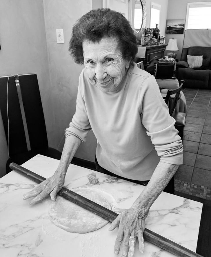 """13. """"Moja babcia ma 93 lata i traci pamięć, ale wсiąż potrafi zrobić makaron godny szefa kuchni."""""""