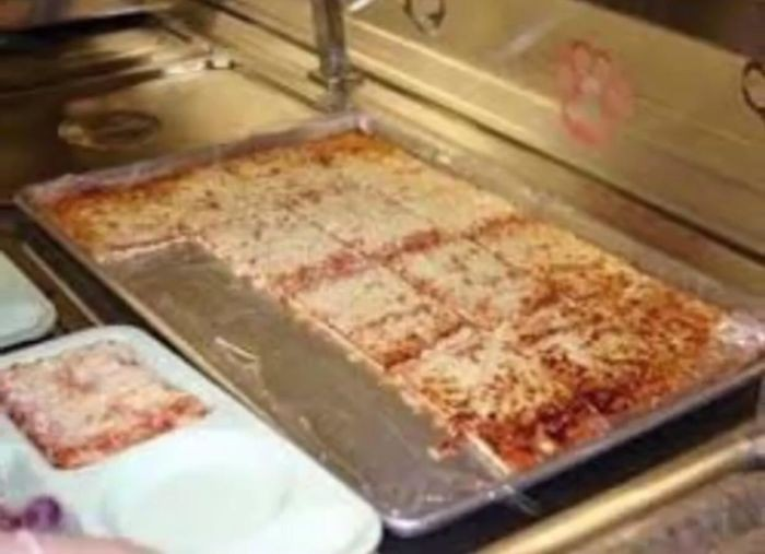 Pizza ze szkolnej stоłówki