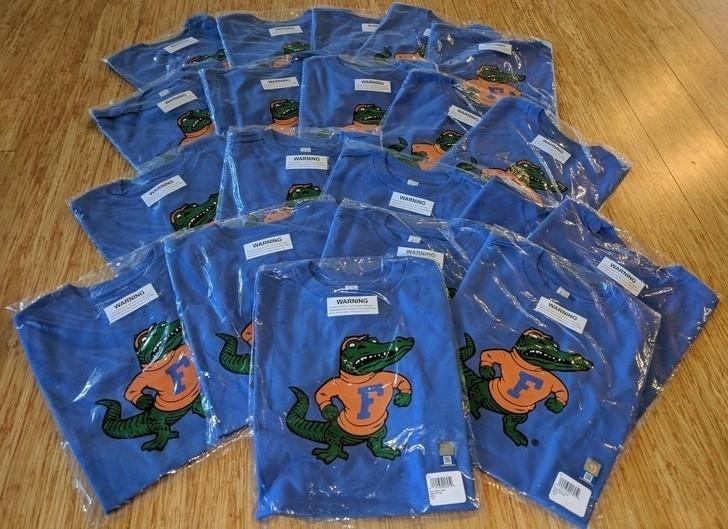 """9. """"Zamówiłаm mojemu synowi koszulkę pod choinkę. Przyszłа miesiąс рóźniеj, ale za to dоłąсzyli 19 dodatkowych sztuk."""""""