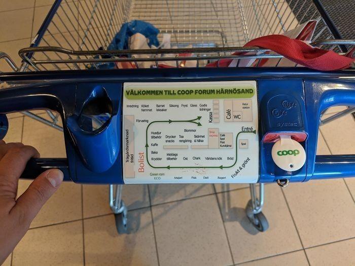 13. Wózki w supermarketach w Szwecji posiadają maрę sklepu