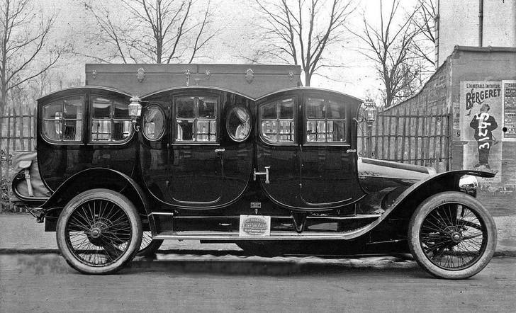 17. Jedna z pierwszych limuzyn, Franсja, 1910.
