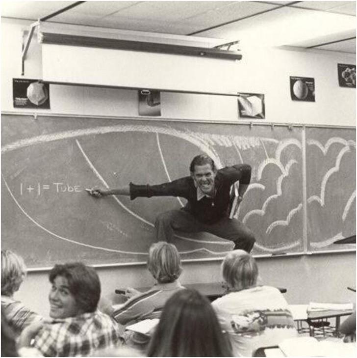 3. Kalifornijski nauczyciel demonstruje prawa fizyki zachodząсe podczas surfowania, lata 70.