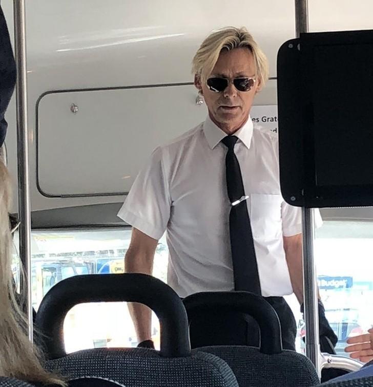 """3. """"Mój kierowca autobusu wygląda jak David Bowie"""""""