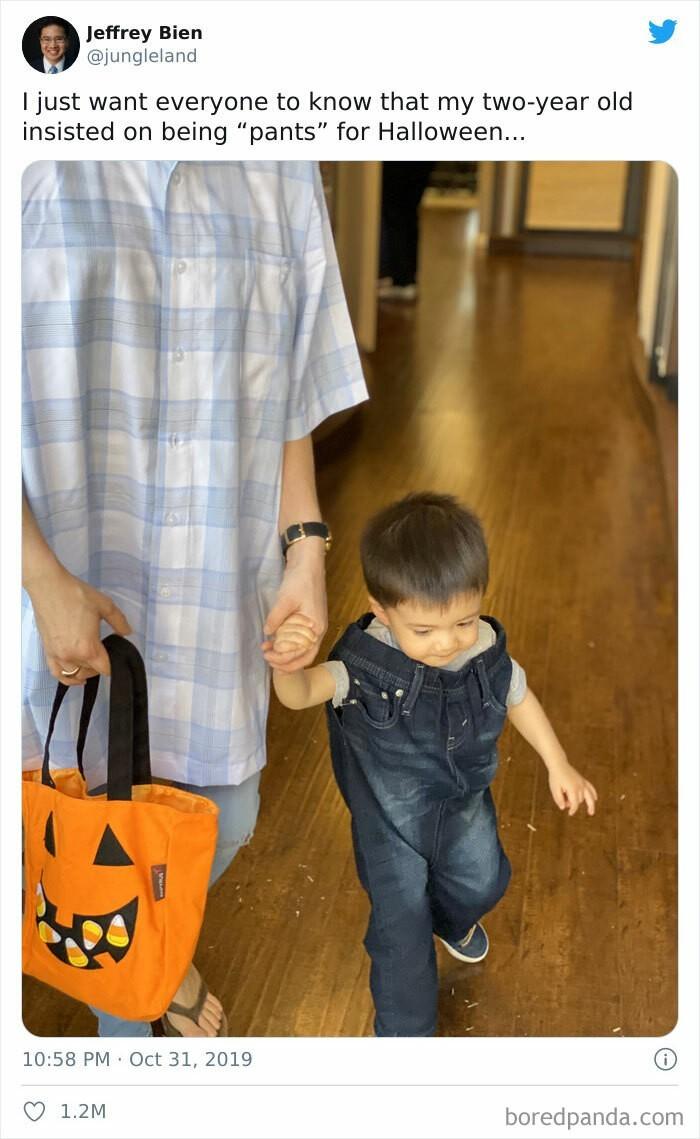 """""""Mój dwulatek nalegał aby przebrać się na Halloween za 'spodnie'."""""""