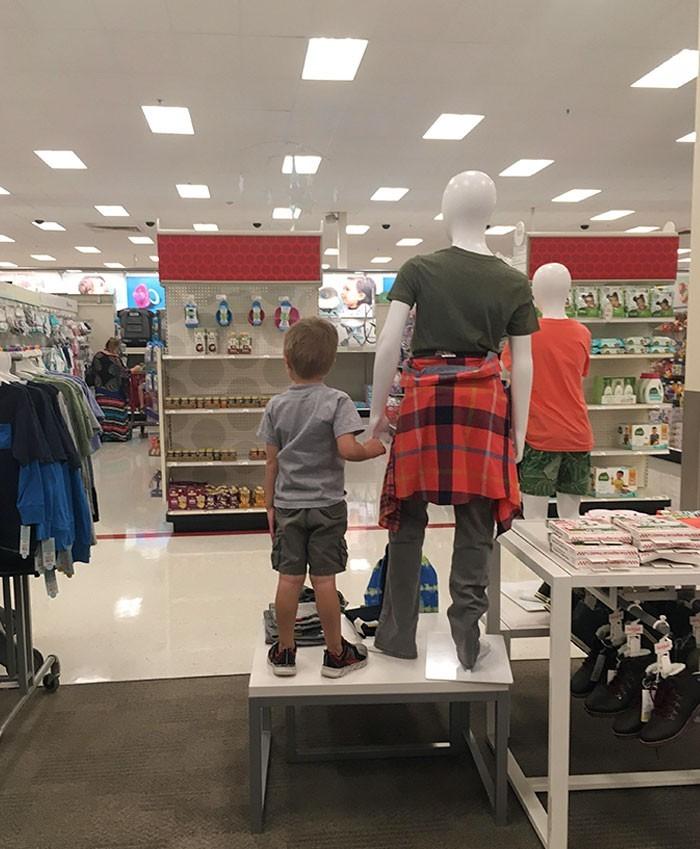 """""""Zgubiłam syna w sklepie. Znalazłam go tutaj."""""""