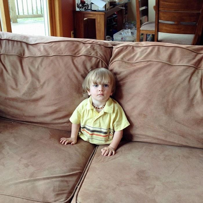 """""""Weszłam do pokoju i zobaczyłam mojego syna oglądającego telewizję w takiej pozycji."""""""