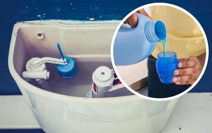 8. Dolej detergentu do zbiornika toalety.