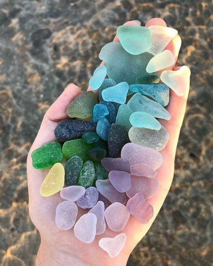 Szkło morskie wyglądające jak cukierki