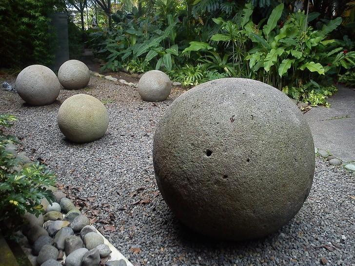 5. Idealnie kuliste kamienie z Kostaryki