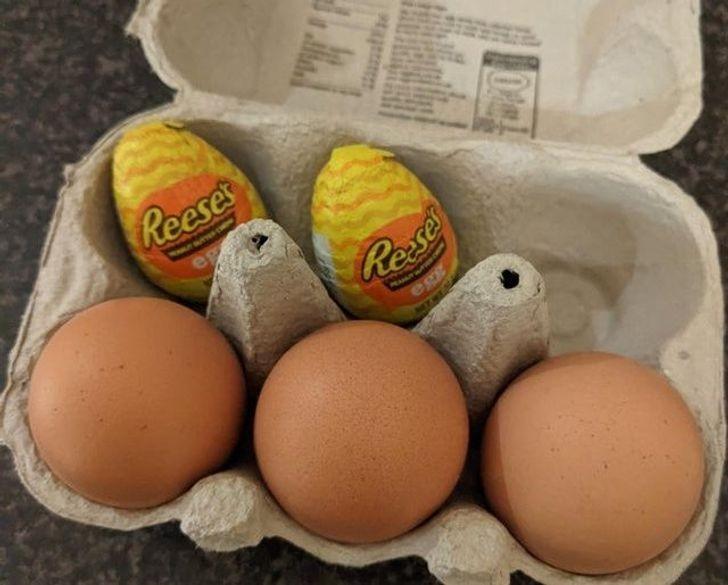"""""""Znalazłam idealne miejsce na ukrycie tych cukierków przed moim bratem, który nienawidzi jaj."""""""