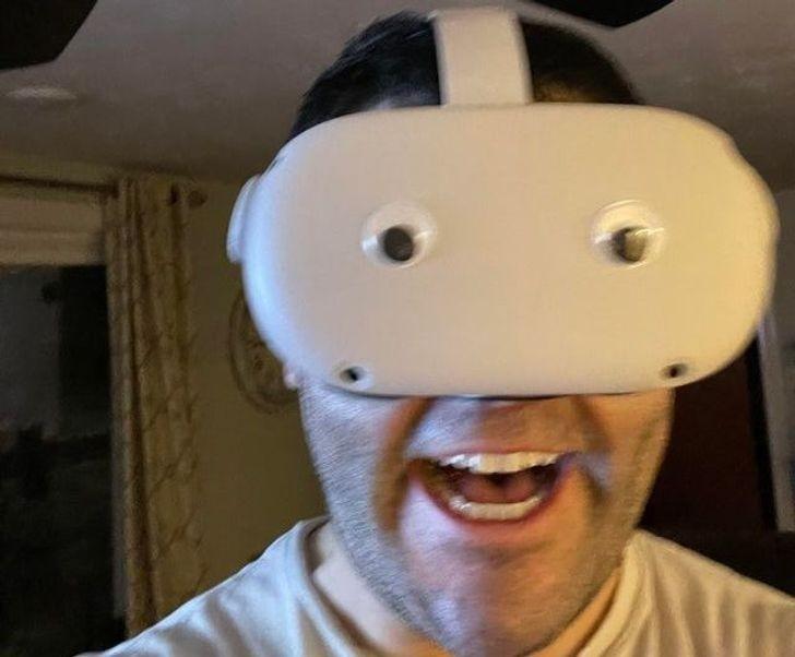 """""""Nakleiłem oczy na mój zestaw VR."""""""