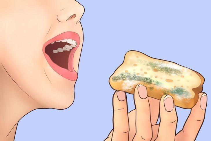 Bakterie obecne w pleśni mogą wywołać objawy zatrucia pokarmowego.