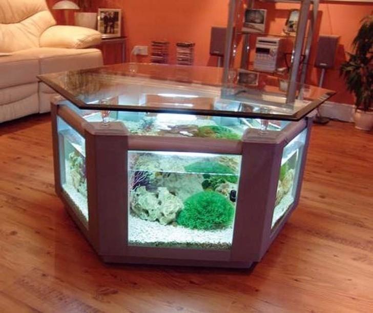 11. Stolik-akwarium nada egzotycznego wyglądu każdemu salonowi.