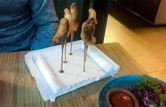 """""""Nasza ekologicznie przygotowana tempura... podana na tacce ze styropianu"""""""