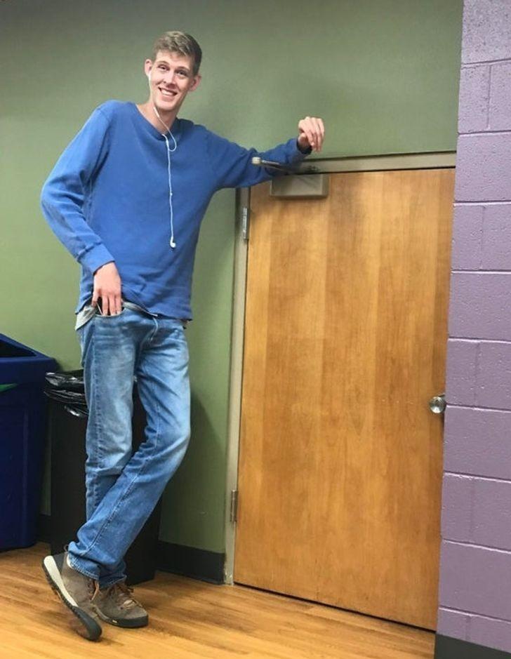 """""""Tak, jestem wyższy od drzwi."""""""