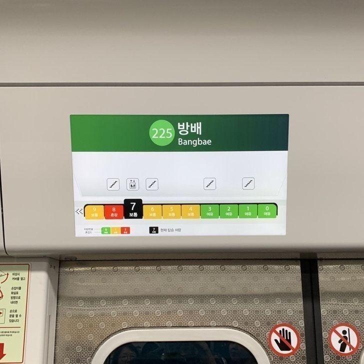 Nowe metro w Seulu informuje cię jak zatłoczony jest poszczególny przedział.