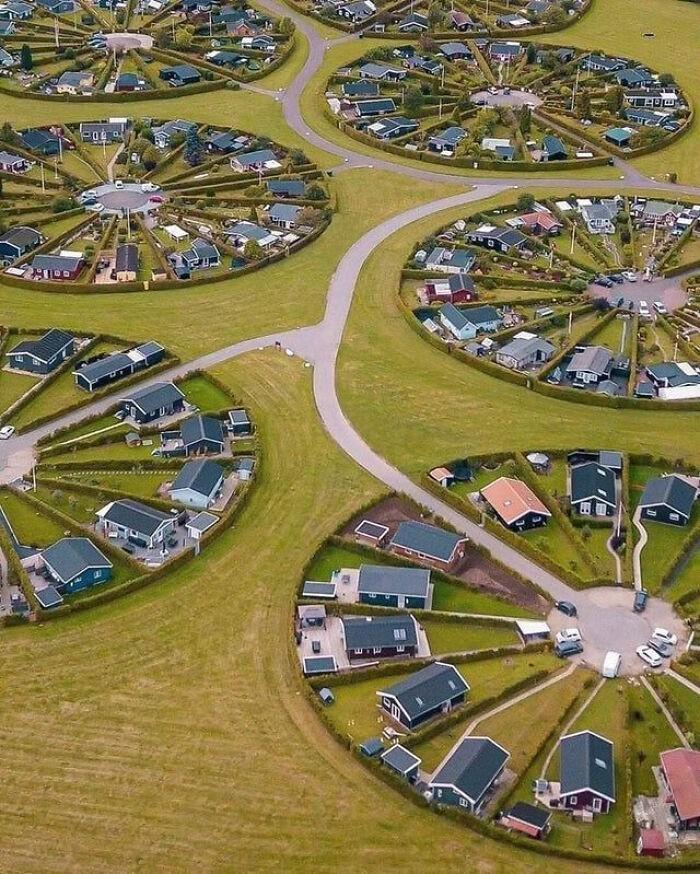 System osiedli składających się na duńską wioskę