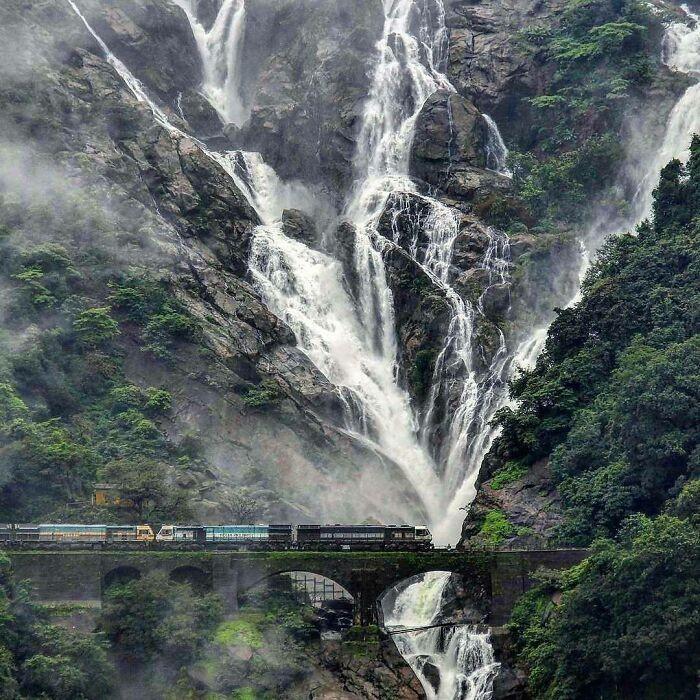 Wodospady Dudhasagar, stan Goa, Indie
