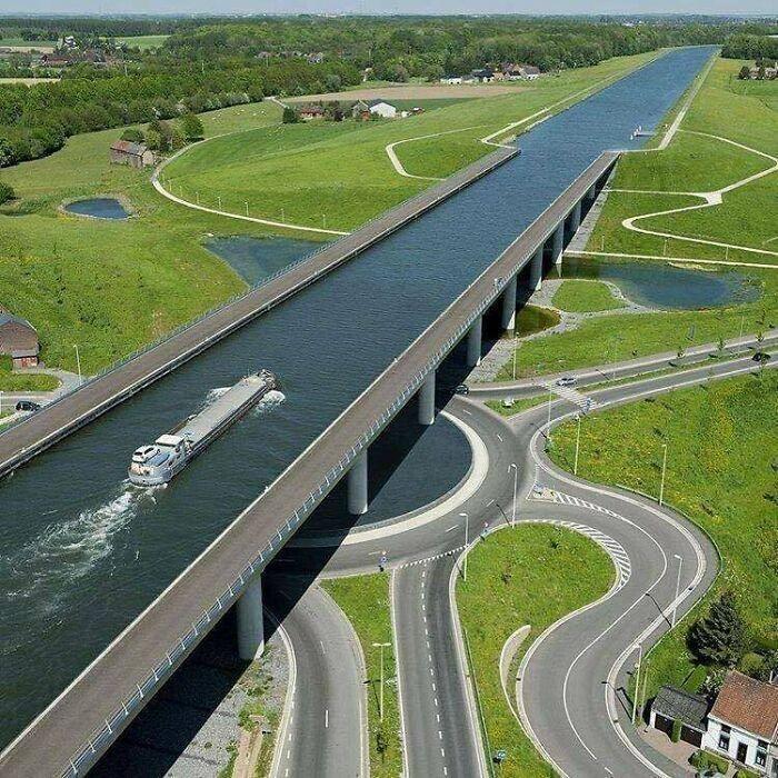 Sart Canal Bridge, Belgia