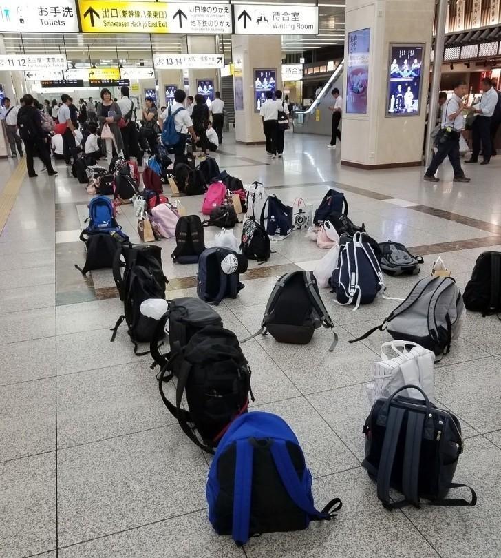 3. Podczas wycieczek, dzieci mogą swobodnie zostawiać swoje plecaki na stacjach metra, bez obaw, że ktoś je ukradnie.